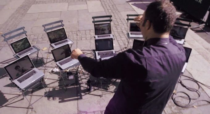 Необычный оркестр транслирует через программу скайп свое произведение