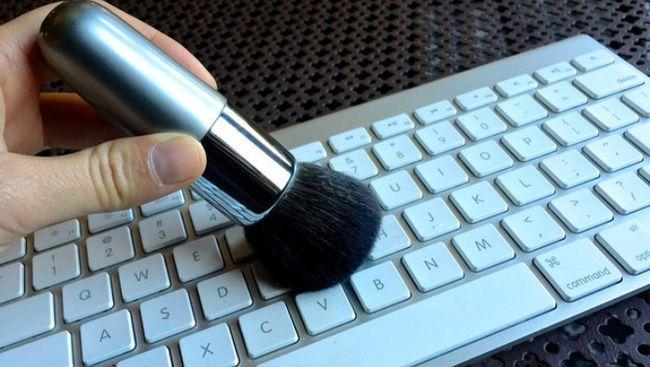 Чистка клавиатуры компьютера - обязательная процедура