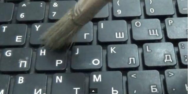 Как правильно чистить клавиатуру компьютера - аккуратно